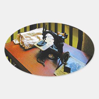 Máquina de costura com pano adesivo oval