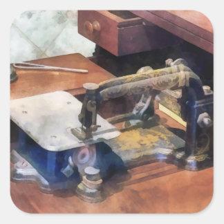 Máquina de costura do vintage cerca de 1850 adesivo em forma quadrada