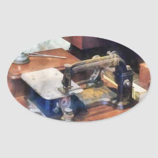 Máquina de costura do vintage cerca de 1850 adesivo oval