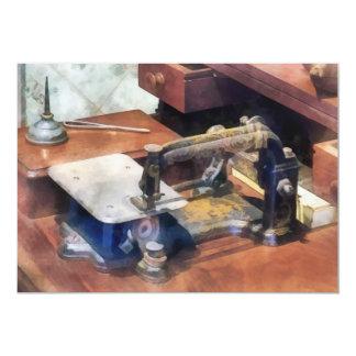Máquina de costura do vintage cerca de 1850 convites