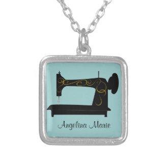 Máquina de costura do vintage colar com pendente quadrado