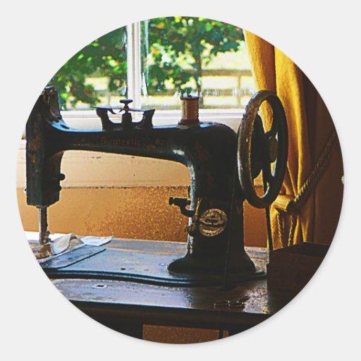 Máquina de costura e lâmpada adesivos em formato redondos