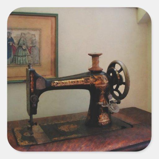 Máquina de costura e litografia adesivos quadrados