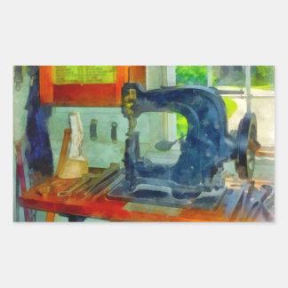Máquina de costura na sala do chicote de fios adesivo retangular