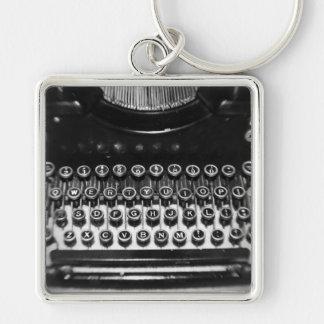 Máquina de escrever preto e branco chaveiro