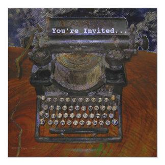 Máquina de escrever velha na mesa de Brown, você é Convite Personalizados