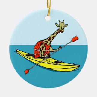 Mar do girafa dos desenhos animados que kayaking ornamento de cerâmica