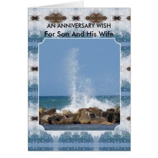 Mar feliz do filho e da esposa do aniversário de cartão comemorativo