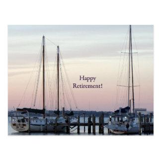 Mar feliz dos veleiros da aposentadoria cartão postal