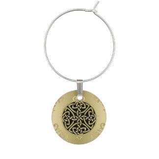 Marcador Para Taças De Vinho Nó celta do ouro no encanto antigo do vinho do