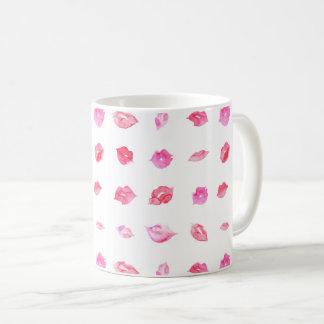 Marcagem com ferro quente cor-de-rosa da caneca de café