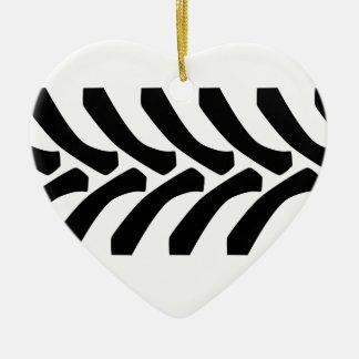 Marcas do passo do pneumático do trator ornamento de cerâmica coração