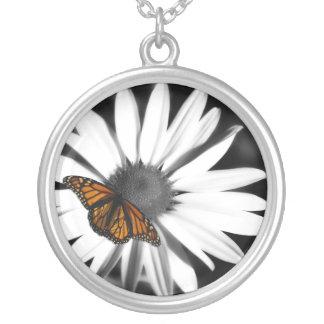Margarida de Avante+Colar de prata da borboleta Colar Com Pendente Redondo