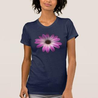 Margarida magenta cor-de-rosa no impressão do camiseta