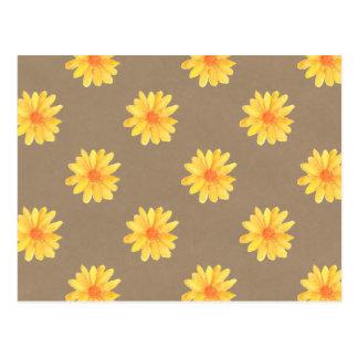 Margaridas amarelas no cartão do papel de embalage cartao postal