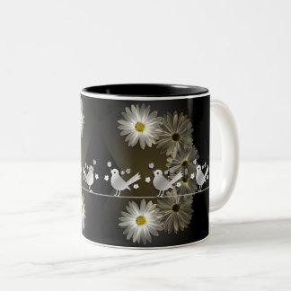 Margaridas piam caneca de café em dois tons