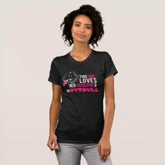 Marido e pitbull do t-shirt das mulheres camiseta
