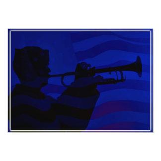 Marinheiro do marinho dos E.U. que joga o cornetim Convite 12.7 X 17.78cm