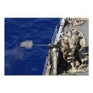 Marinheiros a bordo de USS Fort McHenry Impressão De Fotos