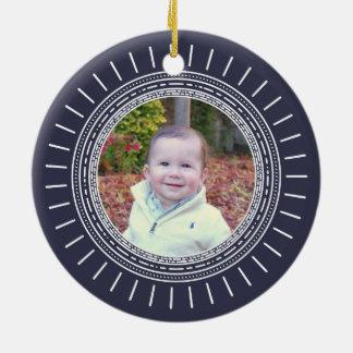 Marinho moderno do Natal   do bebê primeiro & foto Ornamento De Cerâmica Redondo