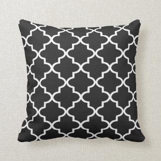 Marroquino preto e branco moderno Quatrefoil Travesseiros