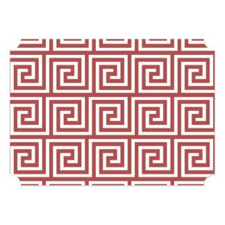 Marsala e teste padrão chave grego branco convite 12.7 x 17.78cm