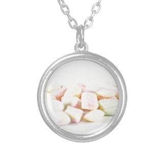 Marshmallows dos doces colar banhado a prata