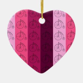Máscaras de bicicletas cor-de-rosa ornamento de cerâmica coração