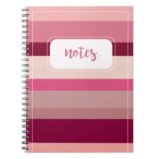 Máscaras do caderno listrado cor-de-rosa