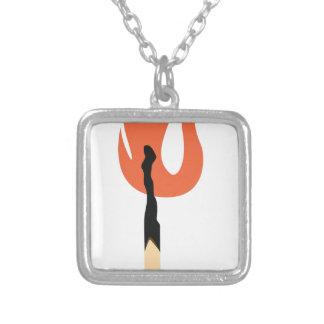 Matchstick ardente colar banhado a prata
