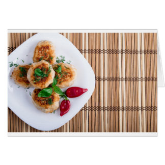 Meatballs fritados da galinha triturada com cartão comemorativo