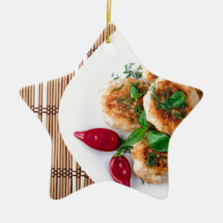 meatballs fritados da galinha triturada ornamento de cerâmica estrela
