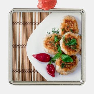 meatballs fritados da galinha triturada ornamento quadrado cor prata