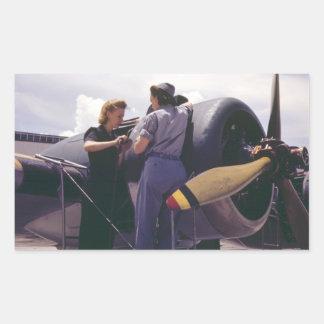 Mecânicos da aviação das mulheres WW2 Adesivo Retangular