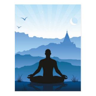 Meditação nas montanhas cartão postal