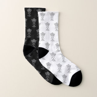 Meias combinadas mal preto e branco do símbolo de