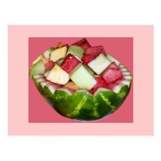 Melancia brilhante da salada de fruta no rosa cartão postal