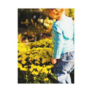 Menina & canvas das flores do amarelo impressão de canvas envolvidas