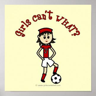 Menina clara do futebol no vermelho poster