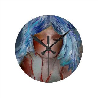 Menina com cabelo azul relógio redondo