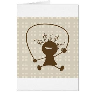 Menina com os cartões de uma corda de salto