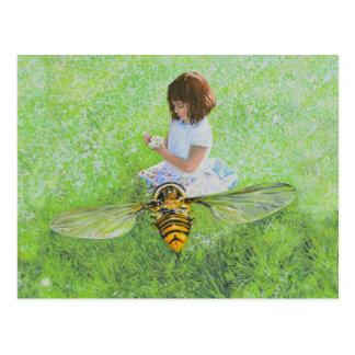 Menina com pintura da abelha pelo cartão de Steve