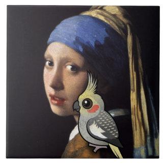 Menina com um Cockatiel da pérola Azulejos