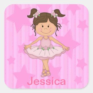 Menina cor-de-rosa bonito do balé em estrelas e em adesivos