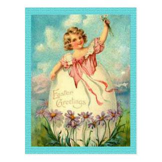 Menina da páscoa do vintage no cartão do ovo cartão postal