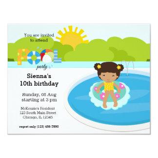 Menina de festa na piscina