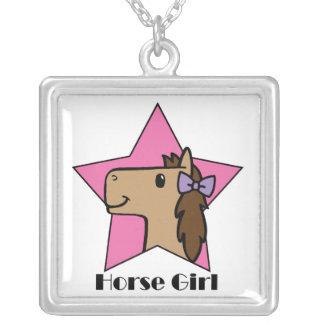 Menina do cavalo bijuteria personalizada