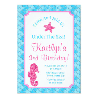 Menina do convite do aniversário do cavalo marinho