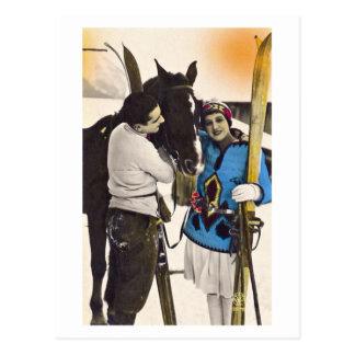 Menina do encanto do vintage - esqui & cavalo do cartão postal