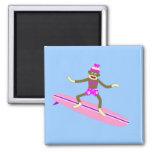 Menina do surfista do macaco da peúga imas